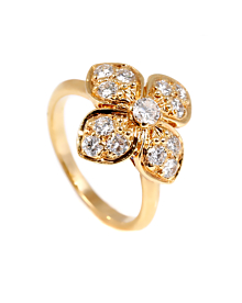 Van Cleef & Arpels Diamond Gold Flower Ring - Van Cleef and Arpels Jewelry